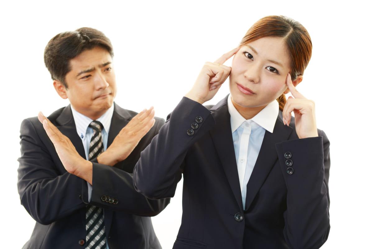 浮気をしない宣言する男性と疑う女性