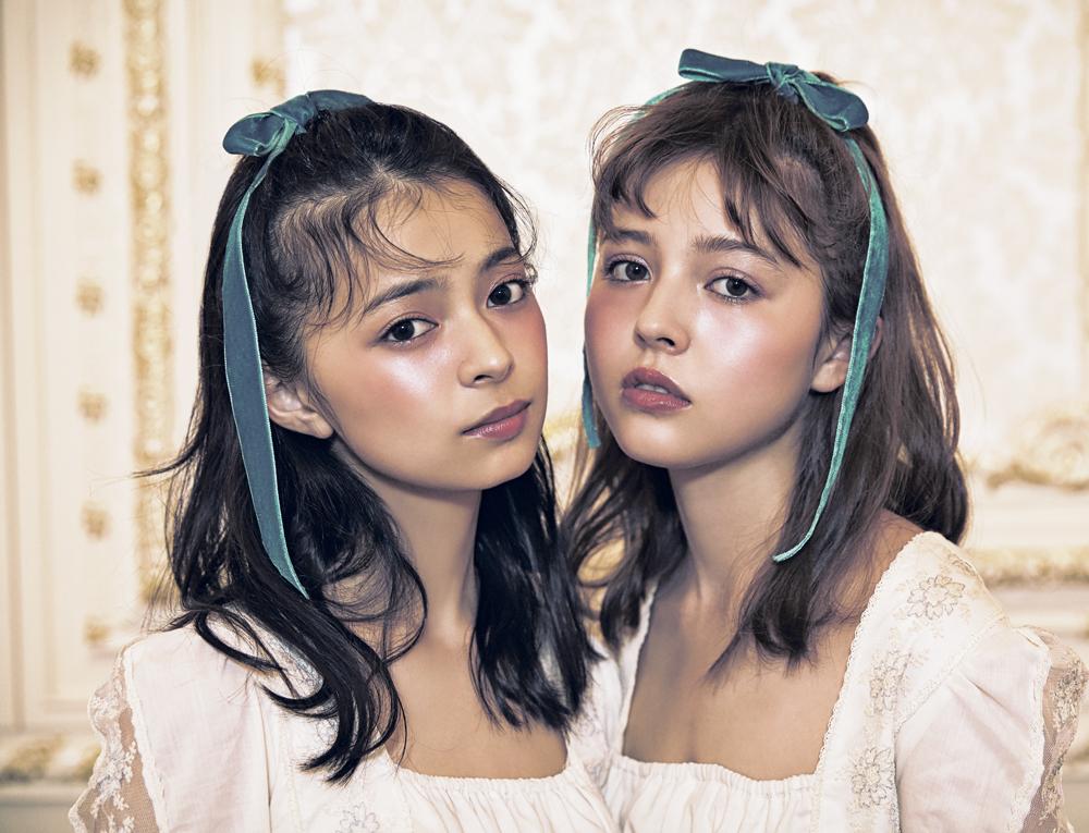 (左)上國料萌衣 (右)加藤ナナ