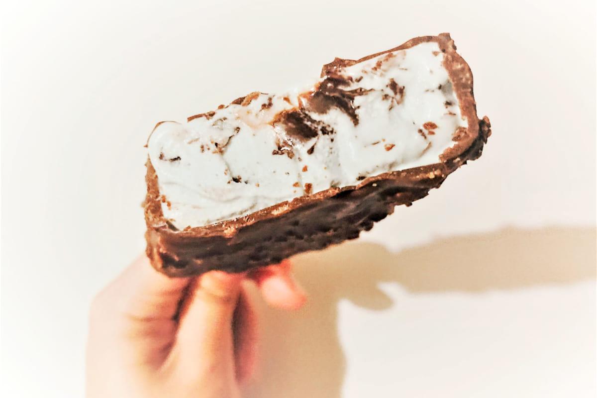 コールド・ストーン・クリーマリー プレミアムアイスクリームバー クランチー チョコミント デイズ 断面