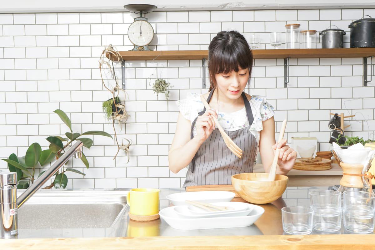 料理をする女子