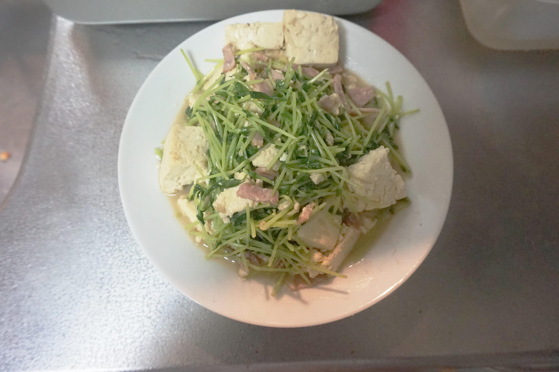 豆腐と豆苗のチャンプルー