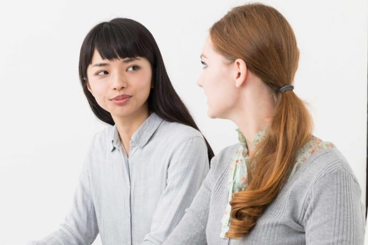 ハーフの女性と話す