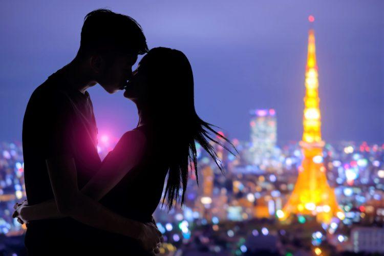 カップルのキス