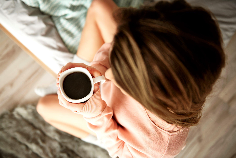 ベッドの上でコーヒー