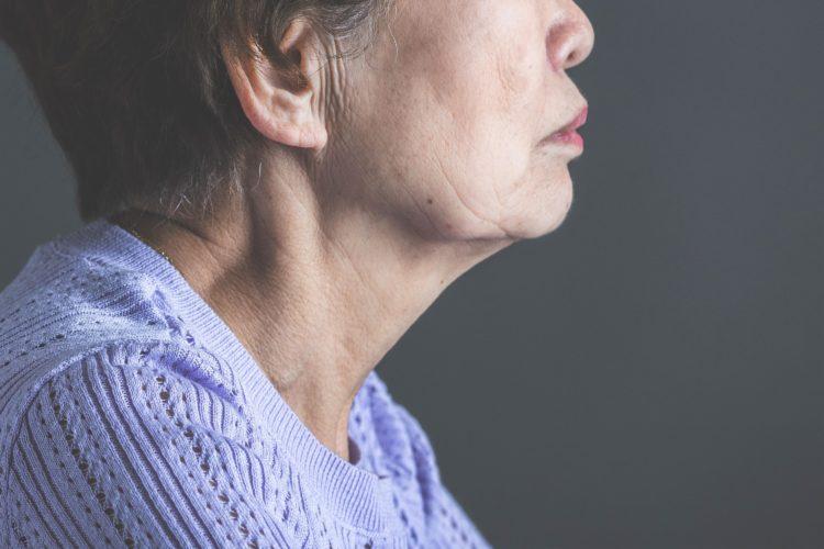 年老いた女性