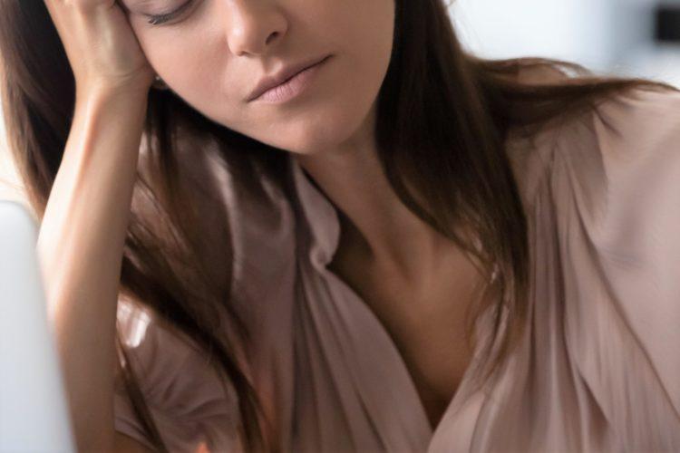 疲れる女性