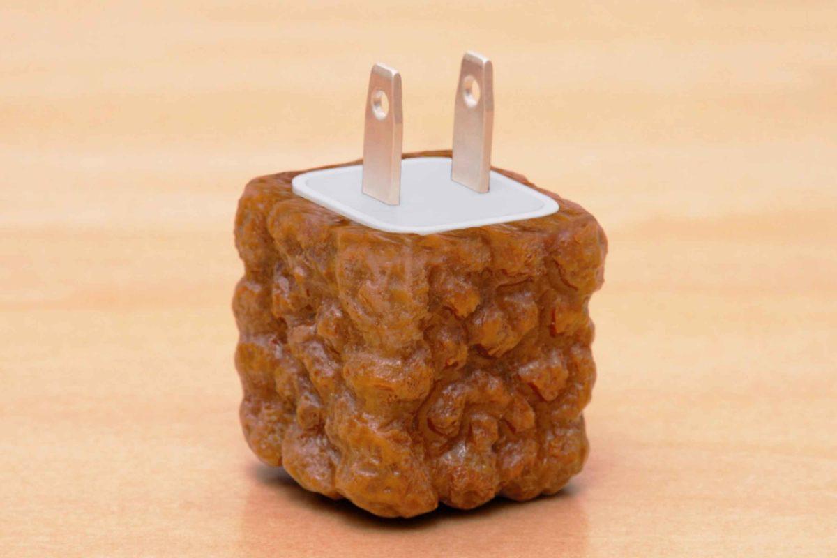 カップヌードル謎肉充電器カバー